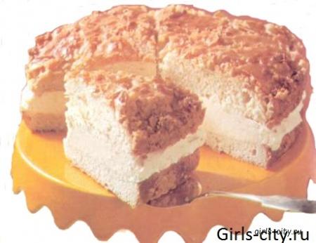 Пирог с меренгой, ягодами и ванильным кремом