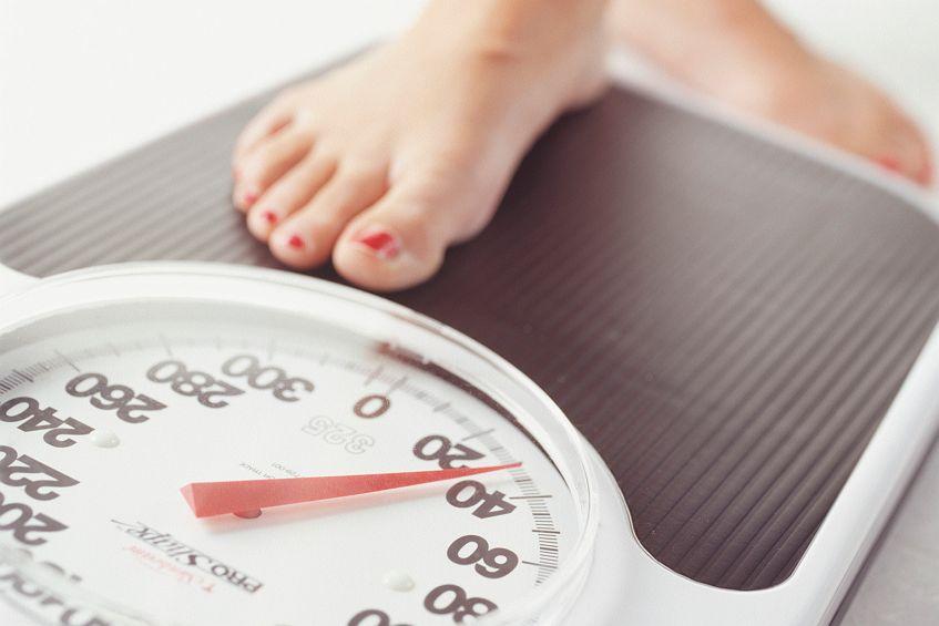 Скрытые причины лишнего веса у девушки