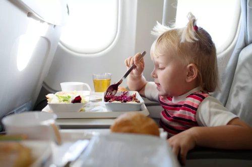 Чем кормить ребенка в дороге?