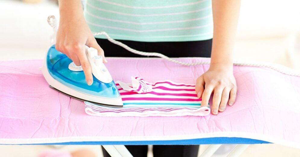 До какого времени гладить ребёнку вещи?
