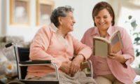 Уход за пожилыми родителями. Сиделка или престарелый дом - что выбрать?