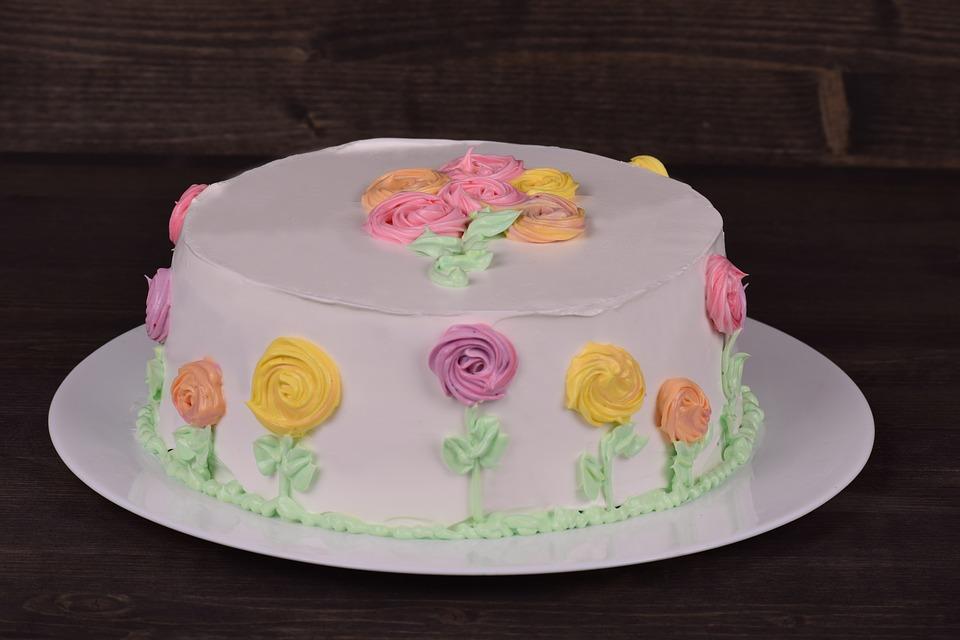 Как сделать розочки из крема для торта?